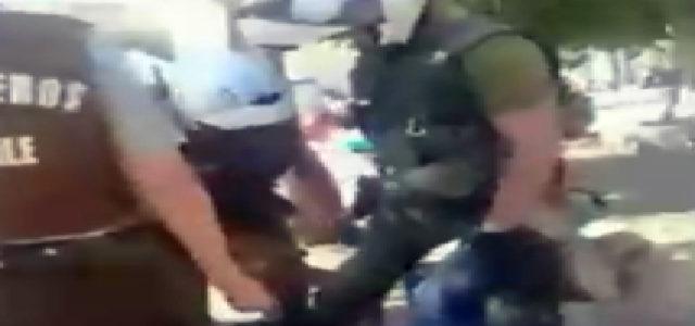 Vídeo: Joven paseaba a su perro es golpeado y casi estrangulado por carabineros, incluso disparan en plena vía pública