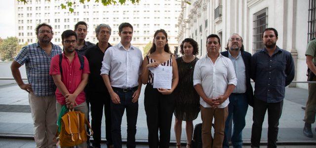 Frente Amplio le dice a Piñera sobre Venezuela : La línea actual de su gobierno allana el camino hacia una guerra civil o a una eventual intervención extranjera, lo que es contradictorio con el principio de autodeterminación.