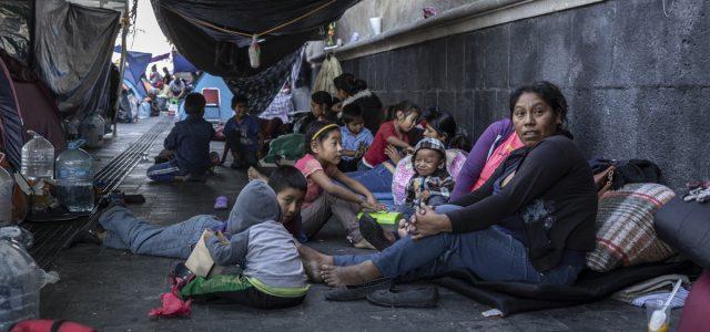 México –  Los desplazados de Guerrero que acampan frente al despacho del presidente