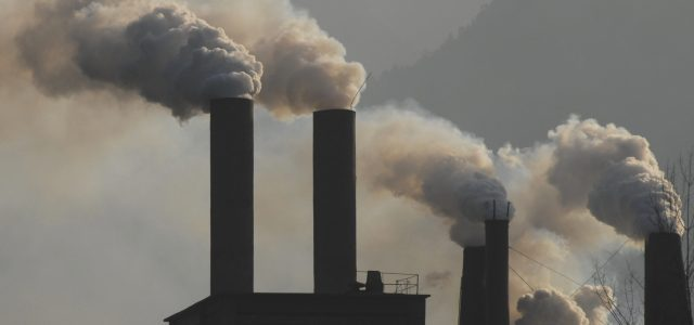 Pese a su prohibición, empresa inaugura termoeléctrica a carbón en Mejillones