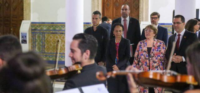 Canciller Venezolano Jorge Arreaza acompañado de autoridades venezolanas y del nieto de Salvador Allende recibe a la Alta Comisionada Michelle Bachelet