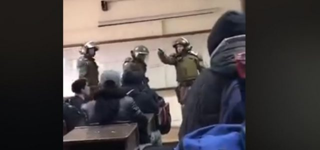 Brutal represión en Instituto Nacional: Carabineros ingresa a salas y gasea a estudiantes