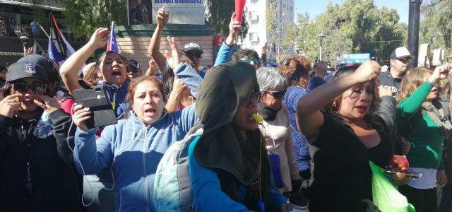 Dura jornada de protestas y represión policial contra profesores y asistentes de la educación en Calama