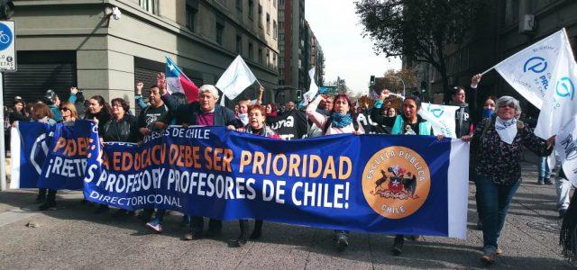 Los profesores no se desgastan: masiva marcha exige negociación con ministra Marcela Cubillos