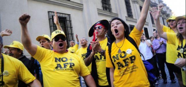 Nueve de cada diez chilenos estiman necesario un cambio al sistema de AFP y solo un 33 % apoya el proyecto del gobierno