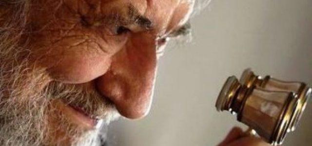 Bajar del pedestal: el idolatrado Claudio Naranjo pensaba que juzgar a Pinochet era pura venganza