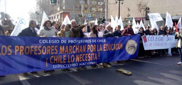 Profesores en marcha: Movilización en apoyo al paro docente avanza por Santiago y regiones