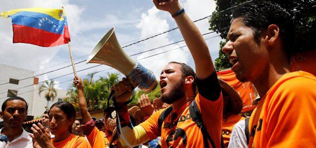 Pólitologo canadiense: Venezuela sufre una operación de desestabilización similar a la de Libia