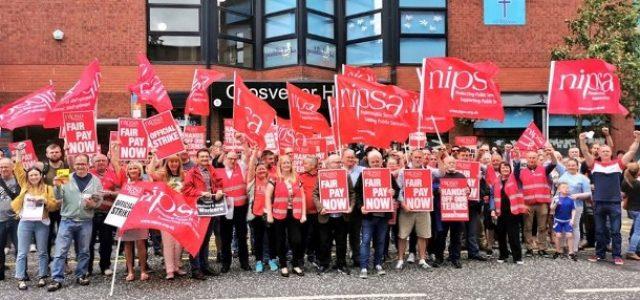 «Suficiente es suficiente»: 20,000 funcionarios de Irlanda del Norte en huelga contra la restricción salarial