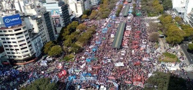 Multitudinaria marcha por la Emergencia Alimentaria en Argentina