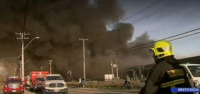 GIGANTESCO INCENDIO CON TÓXICA NUBE NEGRA AFECTA A BODEGAS EN SAN BERNARDO