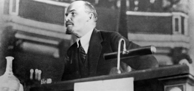 LENIN: SOCIALISMO PEQUEÑOBURGUÉS Y SOCIALISMO PROLETARIO