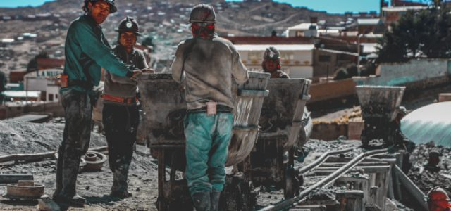 Semana económica comenzó mal y terminó peor: Chile, bajo las municiones de la guerra comercial