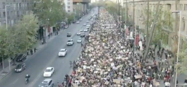 Más de cien mil personas marcharon en Santiago para exigir más y urgentes acciones contra el cambio climático