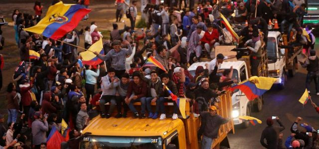 Caos en Ecuador mientras Moreno traslada la sede de gobierno a Guayaquil