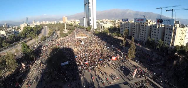 Crisis social: masiva concentración en Plaza Italia corona una semana clave para el país