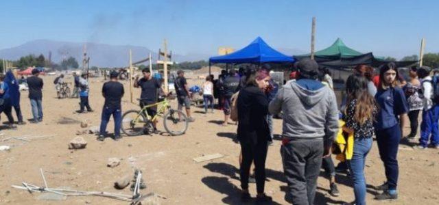 Violenta represión policial en desalojo de toma de pobladores de terrenos del Serviu en Cerro Navia
