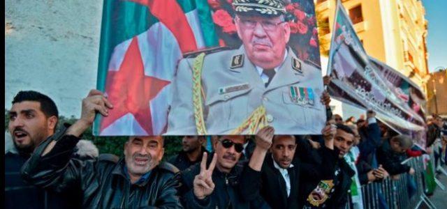 Argelia: Pueblo argelino despide masivamente al General Ahmed Gaïd Salah en sus funerales.