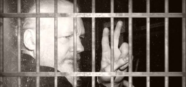 Assange se está muriendo bajo tortura en una cárcel de Inglaterra