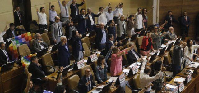 """""""Es inconstitucional"""": Expertos critican blindaje a los TLC en redacción del acuerdo constituyente"""