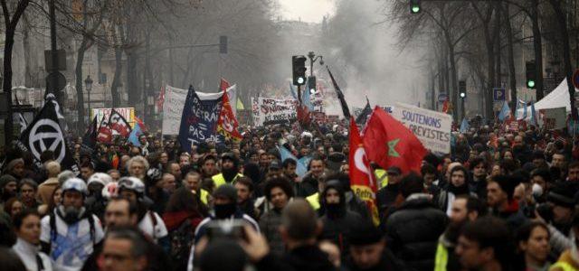 Francia: La batalla por los derechos de pensión amenaza la presidencia de Macron
