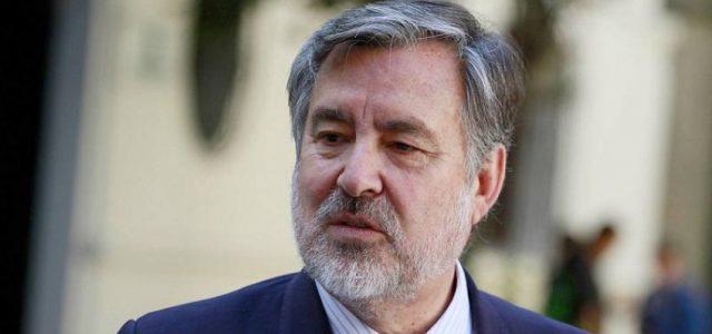 Alejandro Guillier pone en duda el plebiscito y el proceso constituyente: Están invitando «a la ciudadanía a una cita a ciegas»