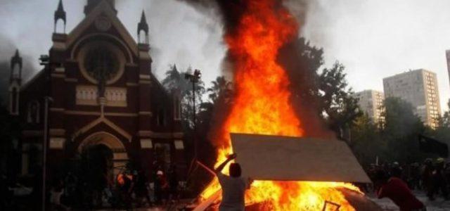 Serias dudas sobre la autoría del incendio de la iglesia de Carabineros