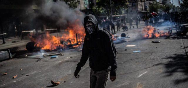 """Entrevista a un capucha: """"En la primera línea damos la cara contra la yuta"""""""