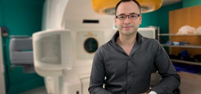 """Eduardo Cisternas, físico médico premiado por el MIT: """"Chile es un país tremendamente clasista y discriminador"""""""