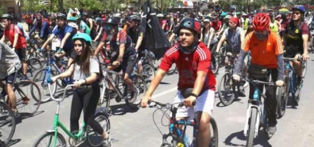 Otro domingo de Revolución ciclista en Santiago para repudiar a Piñera / Multitud de personas participando (video)