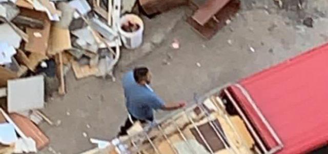 Carabineros, la PPP, Policía Política de Piñera, acarreando material combustible a las cercanías de Plaza Dignidad