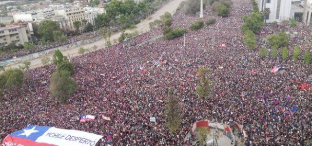 """Sergio Grez: """"Hemos visto en estos 30 años que las protestas pacíficas, ordenadas y respetuosas no son escuchadas"""""""