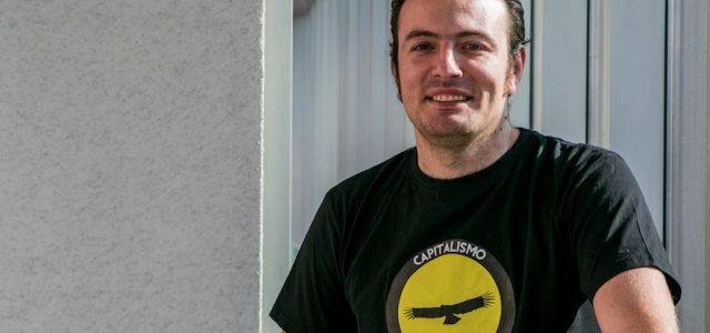 Líder ultra derechista Sebastian izquierdo usa sede UDI