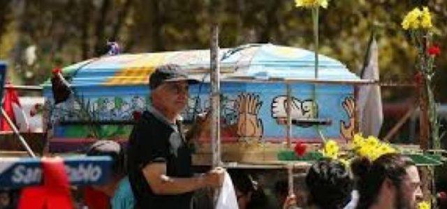 Alerta Sanitaria: Religiosa que participó en masivo funeral del cura Mariano Puga está con coronavirus. Piden que asistentes hagan cuarentena y se hagan exámenes