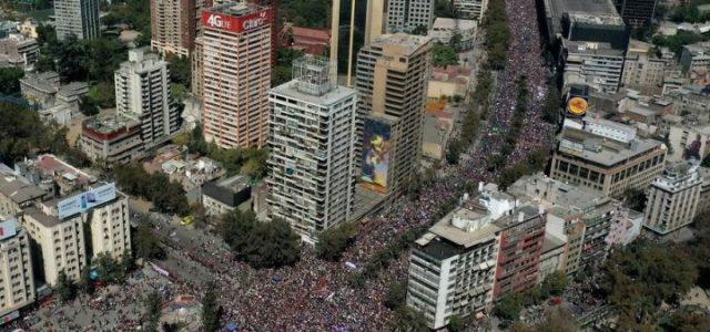 Carabineros hace el ridículo diciendo que sólo 150.000 personas asistieron a la marcha por el Día Internacional de la Mujer