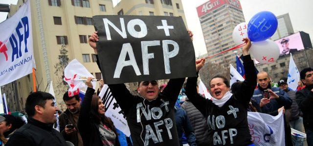 """Coordinadora NO+AFP: """"Es urgente que el Congreso detenga la reforma de Piñera"""""""