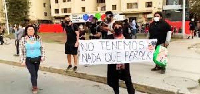 Arrestan a decenas de manifestantes en Chile mientras continúan las protestas contra el Gobierno