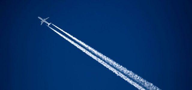 Las muy dañinas estelas de aviones