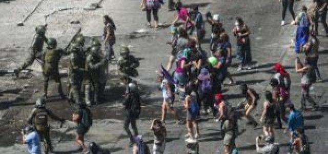 Gobierno de Piñera reprime brutalmente a los trabajadores