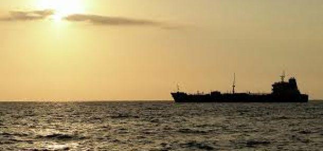 Irán amenaza con responder si EEUU persigue sus buques que llevan petróleo a Venezuela