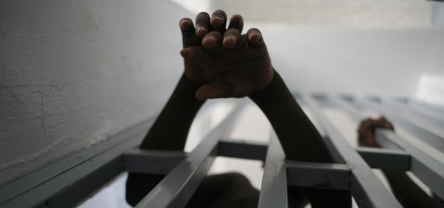 EEUU – COVID-19 podría ser una sentencia de muerte para miles de prisioneros